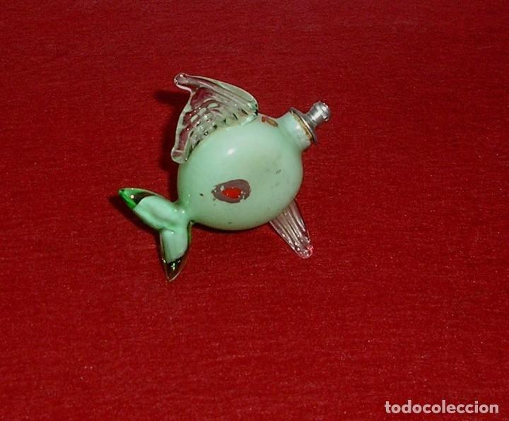 Miniaturas de perfumes antiguos: Antiguo pez perfumero de cristal. - Foto 3 - 142833154