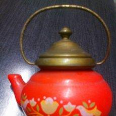 Miniaturas de perfumes antiguos: FRASCO TETERA DE CRISTAL COLONIA AVON LAVENDER AÑOS 60 - 70 TIENE SU COLONIA. Lote 151721378
