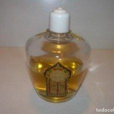 Miniaturas de perfumes antiguos: ANTIGUA BOTELLA DE PERFUME... MADERAS DE ORIENTE....TAPON DE BAKELITA Y PARTE DEL CONTENIDO.. Lote 152216594
