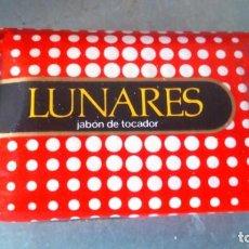 Miniaturas de perfumes antiguos: ANTIGUO JABÓN LUNARES SIN USAR AÑOS 60. Lote 155694618