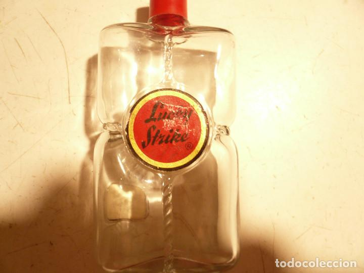 Miniaturas de perfumes antiguos: LOTE DE 3 ANTIGUAS BOTELLITAS DE PERFUME: FLORALIA, LUCKY STRIKE Y GRANEL. ALTURA 9 CM. - Foto 2 - 164754554