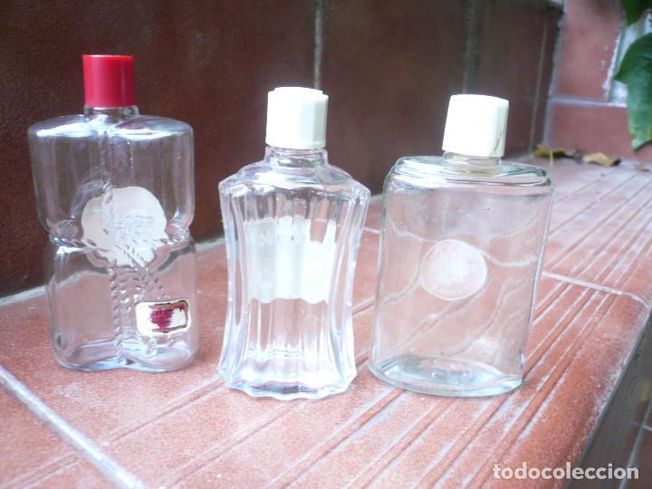 Miniaturas de perfumes antiguos: LOTE DE 3 ANTIGUAS BOTELLITAS DE PERFUME: FLORALIA, LUCKY STRIKE Y GRANEL. ALTURA 9 CM. - Foto 9 - 164754554