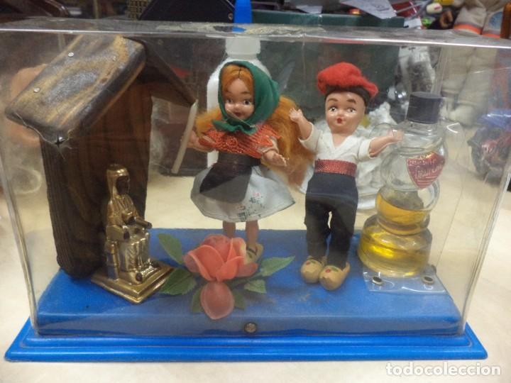 CREACIONES GRAN CHIC.RECUERDO DE CATALUÑA.PERFUME,VIRGEN MORENETA Y FIGURAS. AÑOS 50.SOUVENIR. (Coleccionismo - Miniaturas de Perfumes)