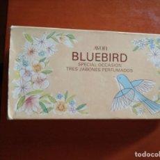 Miniaturas de perfumes antiguos: CAJA DE JABONES PERFUMADOS AVON BLUEBIRD. Lote 165722650
