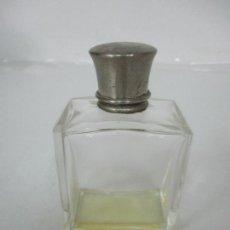 Miniaturas de perfumes antiguos: ANTIGUA BOTELLA DE PERFUME - CRISTAL - CON TAPÓN EXTERIOR PLATEADO - PRINCIPIOS S. XX. Lote 167708592