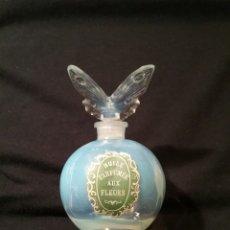 Miniaturas de perfumes antiguos: ANTIGUO FRASCO DE PERFUME DE OPALINA. Lote 168286892