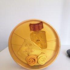 Miniaturas de perfumes antiguos: FARALA COLONIA ESTUCHE CON PAÑUELOS BORDADOS. Lote 169790316
