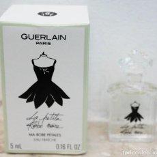 Miniaturas de perfumes antiguos: LA PETITE ROBE NOIRE DE GUERLAIN - MINIATURA DE 5 ML. Lote 171677320