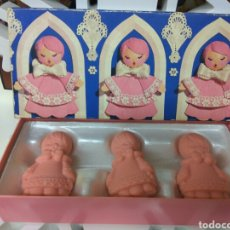 Miniaturas de perfumes antiguos: AVON JABÓN PERFUMADO LITTLE CHOIR BOYS. Lote 171730498