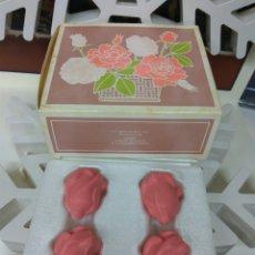 Miniaturas de perfumes antiguos: AVON JABÓN PERFUMADO ROSAS. Lote 171730807