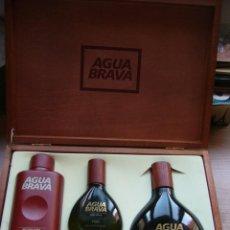 Miniaturas de perfumes antiguos: CAJA DE MADERA CON GEL + COLONIA 100 ML + COLONIA 350 ML DE AGUA BRAVA. Lote 171978280