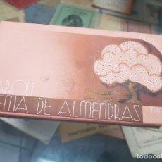 Miniaturas de perfumes antiguos: ANTIGUA CAJA ESTUCHE PERFUMERIA JABON DE ALMENDRAS QUIMIFLOR. Lote 173662257