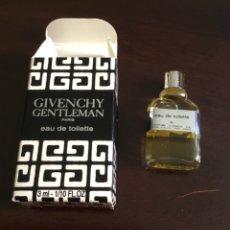 Miniaturas de perfumes antiguos: PERFUME GIVENCHY GENTLEMAN ESTUCHE Y PERFUME ORIGINAL. Lote 175901000