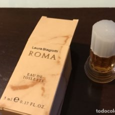 Miniaturas de perfumes antiguos: LAURA BIAGIOTTI ROMA MINIATURA DE PERFUME EN SU ESTUCHE ORIGINAL. Lote 176231540
