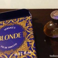 Miniaturas de perfumes antiguos: BLONDE VERSACES MINIATURA DE PERFUME EN SU ESTUCHE ORIGINAL. Lote 176313598