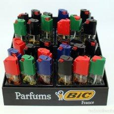 Miniaturas de perfumes antiguos: EXPOSITOR PERFUMES BIC CON VARIOS FRASCOS - AÑOS 70 / 80. Lote 194745396