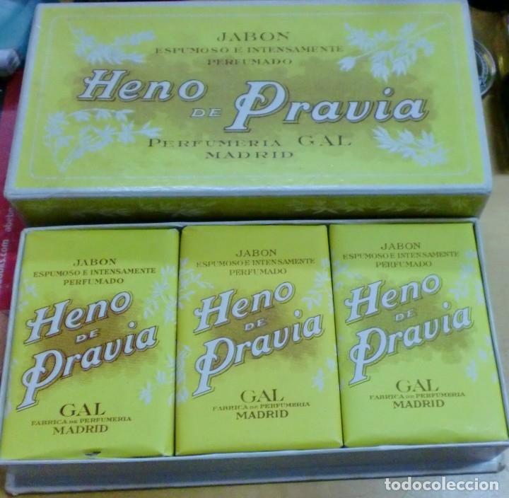 ANTIGUA CAJA CON 3 JABONES HENO DE PRAVIA PERFUMERÍA GAL SIN USAR (Coleccionismo - Miniaturas de Perfumes)