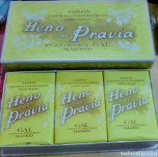 Miniaturas de perfumes antiguos: ANTIGUA CAJA CON 3 JABONES HENO DE PRAVIA PERFUMERÍA GAL SIN USAR . Lote 183084782