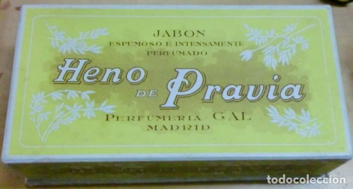 Miniaturas de perfumes antiguos: ANTIGUA CAJA CON 3 JABONES HENO DE PRAVIA PERFUMERÍA GAL SIN USAR - Foto 2 - 183084782