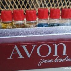Miniaturas de perfumes antiguos: MUESTRARIO AVON COLONIA PARA HOMBRES. 8 FRASCOS (COMPLETO). AÑOS 70. Lote 183387573
