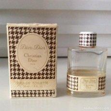 Miniaturas de perfumes antiguos: CHRISTIAN DIOR EAU DE TOILETTE 54 ML 1.8 FL. OZ DIOR-DIOR PARÍS CAJA Y BOTELLA VACÍA AÑOS 70. Lote 190057595
