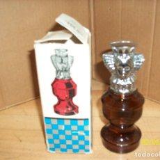Miniaturas de perfumes antiguos: AVON- SPICY- PIEZA DE AJEDREZ-LA REINA.LLENO. Lote 192808302