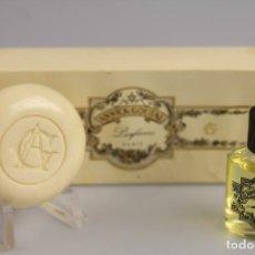 Miniaturas de perfumes antiguos: DUO ANNICK GOUTAL EAU DE MONSIEUR + MINI JABÓN -VINTAGE- ( LEER). Lote 194886387