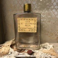 Miniaturas de perfumes antiguos: ANTIGUO FRASCO DE COLONIA - AGUA DE COLONIA AÑEJA - PERFUMERIA GAL MADRID -22,5 CM. Lote 195322566