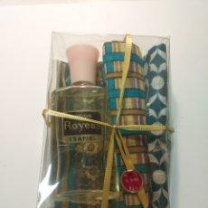 Miniaturas de perfumes antiguos: COLONIA LOCIÓN ROYENS ESAFIEL CON 2 PAÑUELOS. Lote 195365877