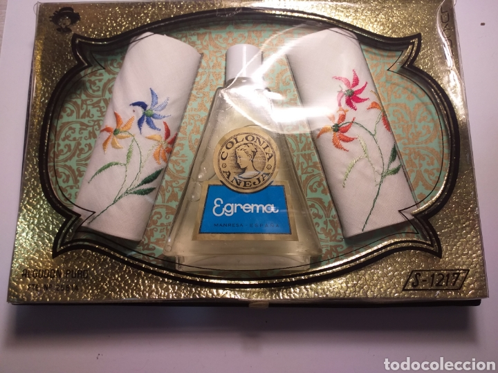 COLONIA AÑEJA EGREMA Y 2 PAÑUELOS BORDADOS (Coleccionismo - Miniaturas de Perfumes)