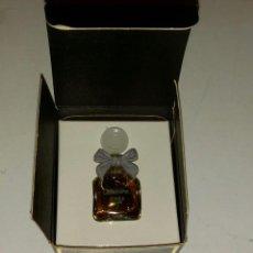 Miniaturas de perfumes antiguos: MINIATURA PERFUME CABOCHARD GRES. PARÍS. 5 ML. LLENO. Lote 196280385