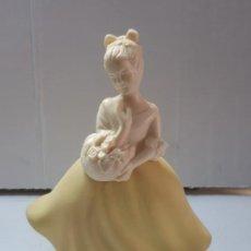 Miniaturas de perfumes antiguos: FRASCO PERFUME AVON TOPAZE. Lote 198689043