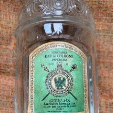 Miniaturas de perfumes antiguos: BOTELLA DE COLONIA - GUERLAIN VERITABLE EAU DE COLOGNE IMPERIALE, PARIS. 17 X 7 - VACÍA. Lote 201898136