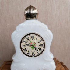Miniaturas de perfumes antiguos: BONITA BOTELLA COLONIA AVON. Lote 204982871