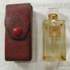 Miniaturas de perfumes antiguos: BOTELLA DE PERFUME CON SU FUNDA DE CUERO 1.920 - LE NUERO CINQ DE MOLINEUX PARIS. Lote 206222041