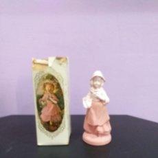 Miniaturas de perfumes antiguos: FIGURA O BOTELLA DE COLONIA AVON ROSES ROSES LLENA EN SU CAJA ORIGINAL 90 ML PARA COLECCIONAR. Lote 206281073