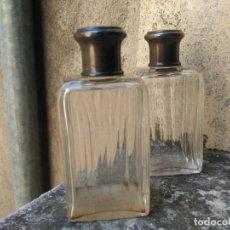 Miniaturas de perfumes antiguos: PAREJA DE BOTES PERFUMEROS EN CRISTAL TALLADO Y PLATA DE LEY G. KELLER - PPIOS. SIGLO XX, DE NECESER. Lote 206330007