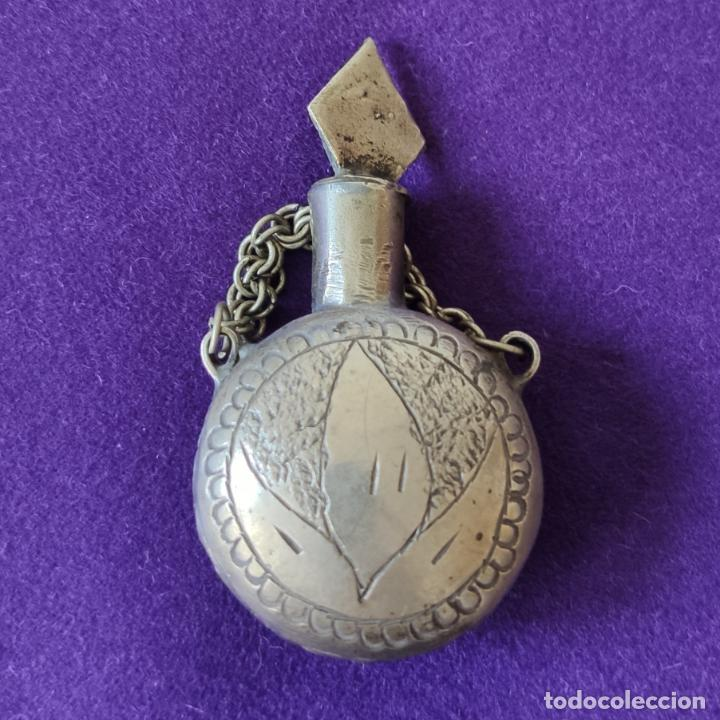 ANTIGUO PERFUMERO METALICO. LABRADO Y GRABADO CON FILIGRANA. (Coleccionismo - Miniaturas de Perfumes)