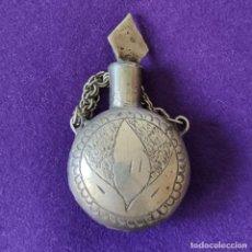 Miniaturas de perfumes antiguos: ANTIGUO PERFUMERO METALICO. LABRADO Y GRABADO CON FILIGRANA.. Lote 207927907
