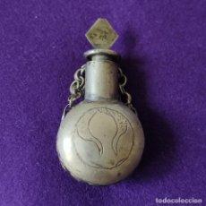 Miniaturas de perfumes antiguos: ANTIGUO PERFUMERO METALICO. LABRADO Y GRABADO CON FILIGRANA.. Lote 207928065
