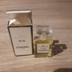 Échantillons de parfums anciens: MINIATURA CHANEL 19. Lote 212648776