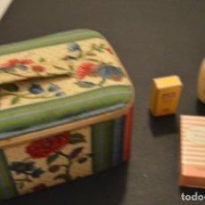 Miniaturas de perfumes antiguos: ANTIGUO NECESER - CONTIENE 7 MUESTRAS DE CREMAS Y PERFUMES - HERMES, LANCASTER, LANCÔME, SCHERRER. Lote 213685086