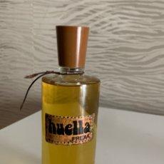 Miniaturas de perfumes antiguos: PERFUME HUELLA FREAK. 250 ML. COMPLETA Y ORIGINAL. Lote 218400300