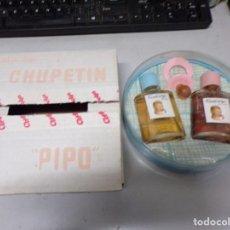 Miniaturas de perfumes antiguos: DOS MUÑECAS EN ESTUCHE COLONIA PERFUME CHUPETIN PIPO VINTAGE NO FAMOSA NUEVO RESTO TIENDA. Lote 230086830