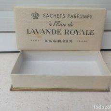Miniaturas de perfumes antiguos: ANTIGUA CAJA DE SAQUITOS PERFUMADOS A L'EAU DE LAVANDA ROYALE DE LEGRAIN PARIS. VACIA.. Lote 230580335