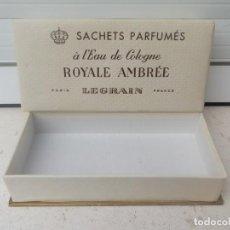 Miniaturas de perfumes antiguos: ANTIGUA CAJA DE SAQUITOS PERFUMADOS A L'EAU DECOLONIA ROYALE AMBRÉE DE LEGRAIN PARIS. VACIA.. Lote 230580990