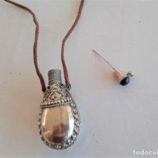 Miniaturas de perfumes antiguos: PERFUMERO NORTE DE AFRICA CINCELADO E INCRUSTACION PIEDRA NEGRA. Lote 231742650