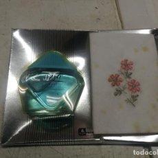 Miniaturas de perfumes antiguos: JUEGO ANTIGUO DE AZUR DE PUIG 25 ML + PAÑUELO - EN CAJA EXPOSITORA LLENO SIN USO. Lote 245426785