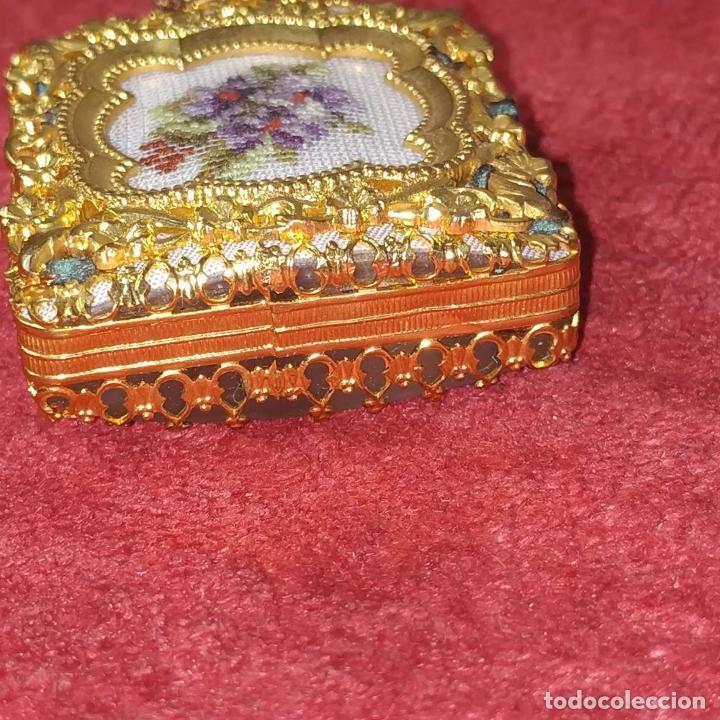 Miniaturas de perfumes antiguos: PERFUMERO DE DAMA. METAL CHAPADO EN ORO. CRISTAL. BORDADO. ESPAÑA. SIGLO XIX - Foto 9 - 245579770