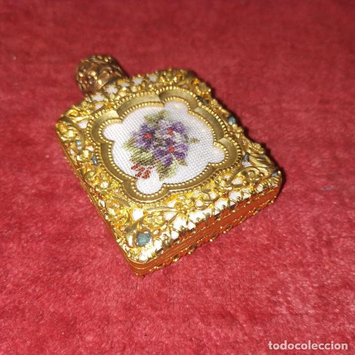 Miniaturas de perfumes antiguos: PERFUMERO DE DAMA. METAL CHAPADO EN ORO. CRISTAL. BORDADO. ESPAÑA. SIGLO XIX - Foto 10 - 245579770